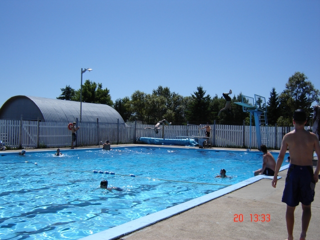 Camping albanel for Dimension piscine semi enterree